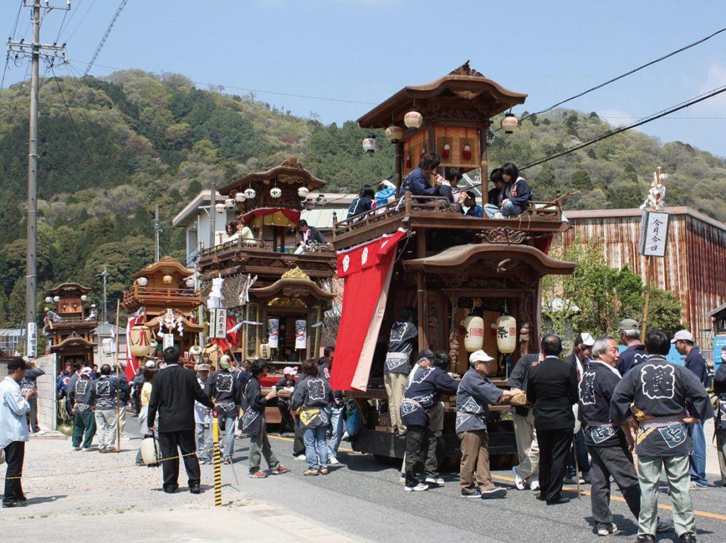 須賀神社大祭 2020 日程・駐車場・アクセス・交通規制や見どころをご紹介。